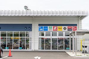各社とも1つの建物内に受付カウンターがあります。