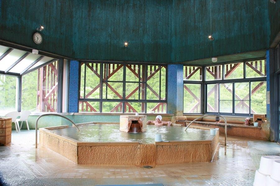 長湯温泉のシンボル施設「御前湯」