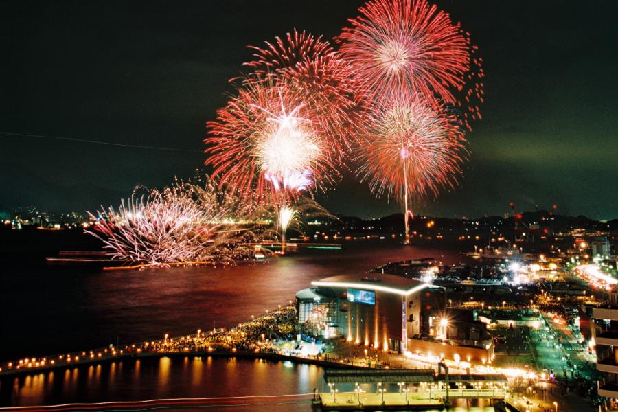 関門海峡花火大会|海峡の両岸から15000発の花火が打ち上がる 西日本 ...