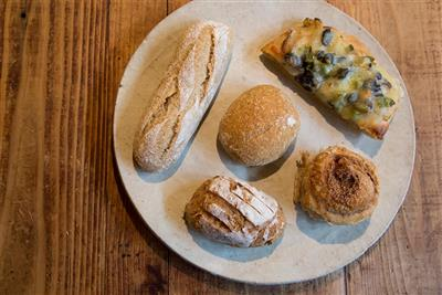 味わいある風情のパン屋